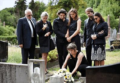 Koronavirusi ndryshon traditën, ceremonitë mortore zhvillohen me shumë pak njerëz